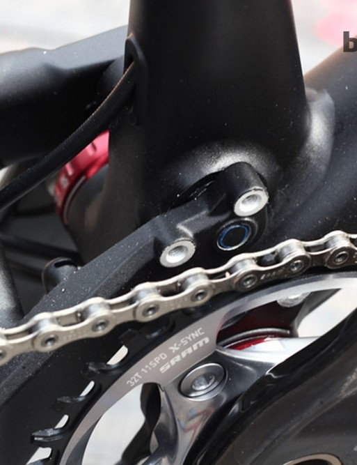 Although top models come with a single ring SRAM XX1 drivetrain, there are front derailleur mounts for those who want a less race focused SAM build