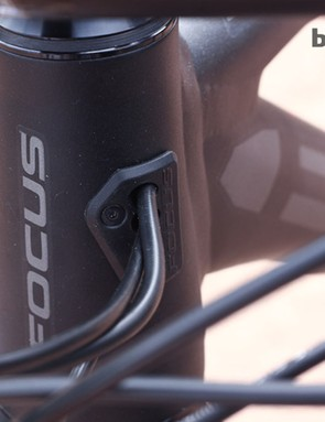 Internal cable routing helps reduce clutter for clean looks on the 2014 Focus Black Forest