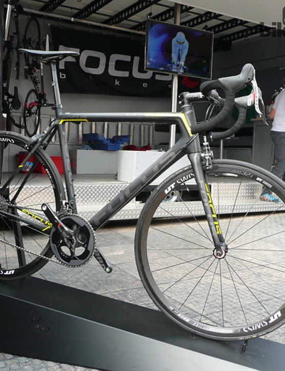 This Focus Izalco Max was firmly in the lightweight category, weighing a blow-away 5.35kg (11.79lb)