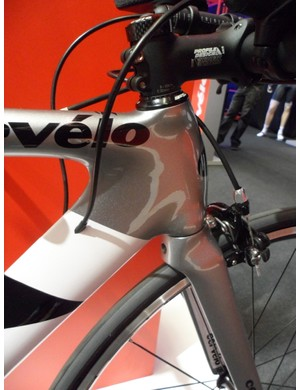 Although it uses standard calipers instead of hydraulic brakes, the Cervélo P2 still gets hyper-aero tube profiles and internal routing