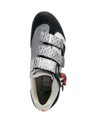 The Fi'zi:k M5 mountain bike shoe with three sailcloth Velcro straps