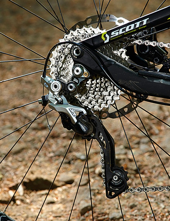 There's no clutch style mechanism on the Scott Genius 940, so  the ride is noisy and the chain can derail