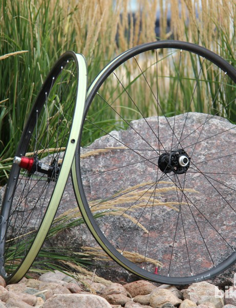 The Valor is Stan's NoTubes' first wheelset with carbon rims. It will retail for US$1,900 (UK pricing is to be announced)