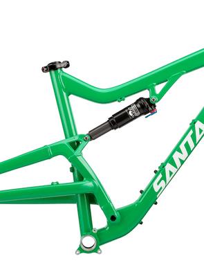 The Santa Cruz Bantam frame has a claimed weight of 6.87lb (3.12kg) with shock