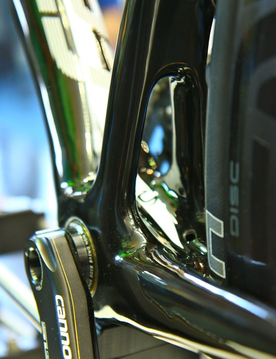 The primary signature of the Synapse is the arch in the seat tube. Cannondale claims this design improves torsional stiffness at the bottom bracket area without increasing weight by moving the mass to the outside of the frame