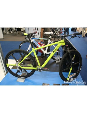 This custom built bike from wheel manufacturers Bike Ahead Composites weighs 7.3kg (16.1lb) complete