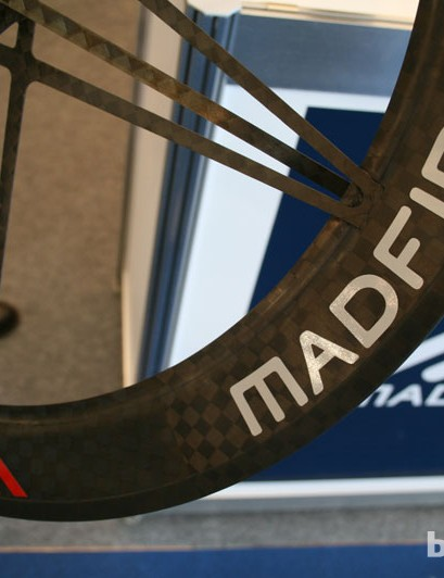 Mad Fiber tubulars weigh just 1,080g for a set. Clincher versions hold a 200g weight penalty