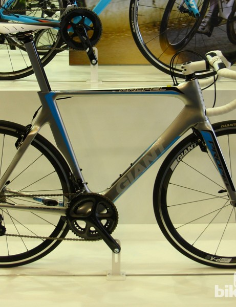 The Giant Propel Advanced 2 features Shimano Ultegra mechanical