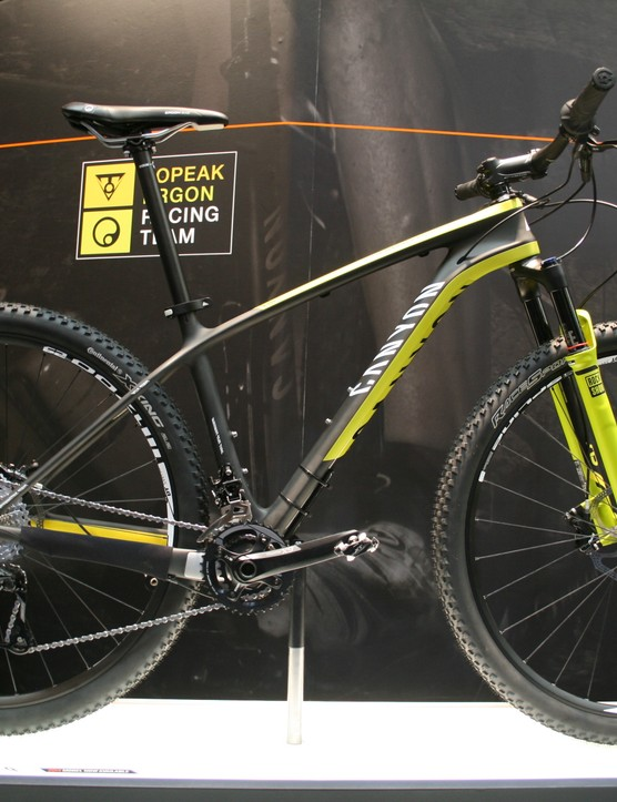 The Grand Canyon CF SL 29er is a cheaper version of the Grand Canyon CF SLX carbon hardtail
