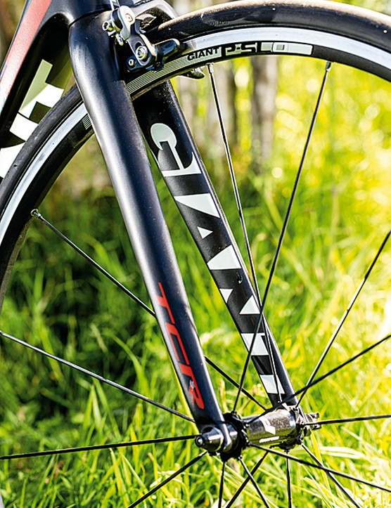 Giant's OverDrive 2 fork makes the Advanced SL a tenacious and precise cornering and descending machine