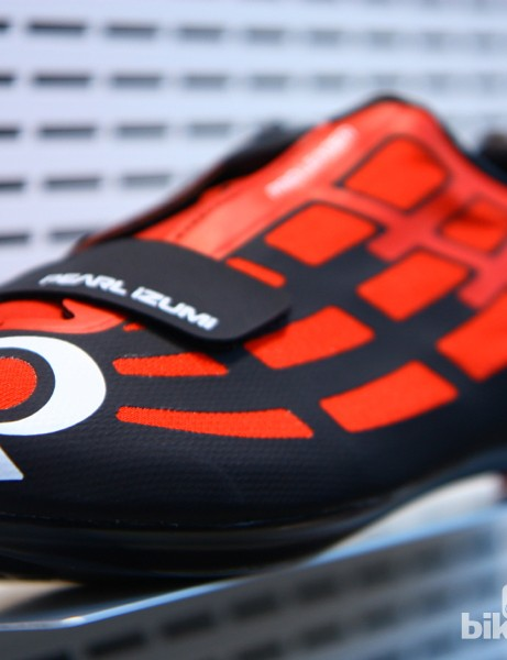 The 2014 Pearl Izumi Pro Leader road shoe has a claimed weight of 245g for a size 43