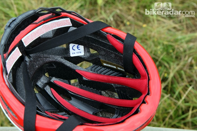 Generous padding contributes to the Louis Garneau Course helmet's impressive comfort. An antimicrobial treatment wards off foul odors, too
