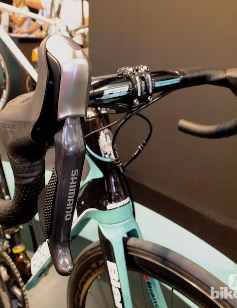 The new hydraulic/Di2 levers from Shimano, on the Bianchi Infinito CV