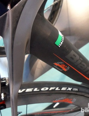 The Bianchi Oltre XR2's subtle flat carbon, matte grey and Campagnolo red finish looks stunning in the flesh