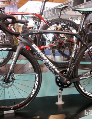 Bianchi's Oltre XR2 is now available in this SRAM Red 22 and Zipp 303 hydraulic disc version