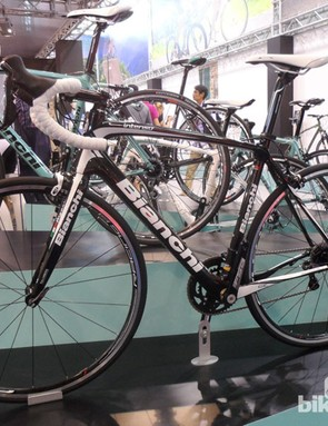 The Bianchi Intenso range features Reparto Corsa components by FSA, as well as Fulcrum wheels. This is the Shimano Ultegra build