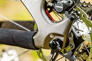 The Jet 9 Carbon misses out on the screw-through axle of its RDO sibling