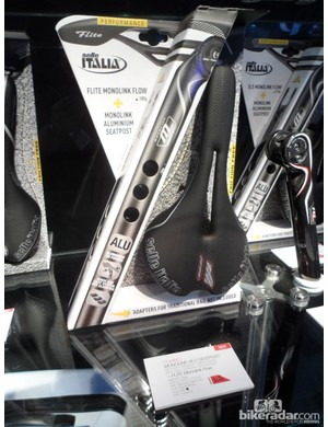To encourage riders to try their Monolink single rail designs, Selle Italia have launched saddle and seatpost kits at a much reduced price. This carbon seatpost and Flite Friction Free saddle set is priced at €249, barely more than the saddle itself. The aluminium version is €199