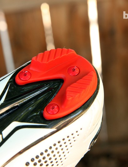 Heel treads are replaceable on the Louis Garneau Course 2LS shoes