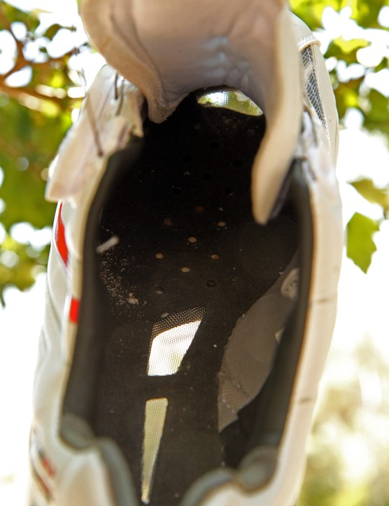 The sole on the Louis Garneau Course 2LS shoes is extremely well ventilated