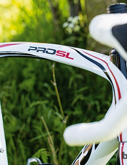 The curved top tube gives this Spanish flyer flowing lines which match its smooth and relaxed ride character