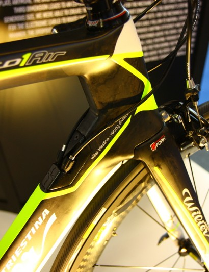 The 2014 Wilier Cento 1 Air features Kamm Tail tubing throughout, with an internal routing system compatible with mechanical, hydraulic and electric systems