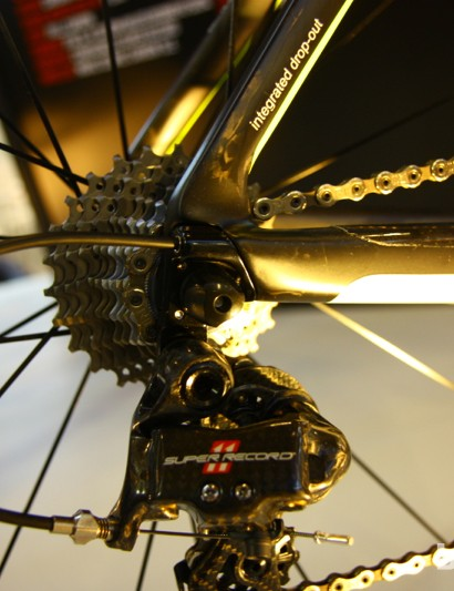 The internal routing for the 2014 Wilier Cento 1 Air has a nice, straight shot for the derailleur cable
