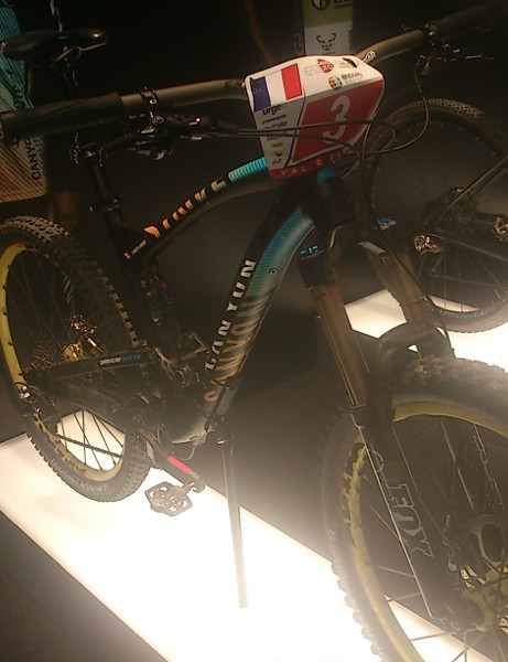 Fabien Barrel's Canyon Strive AL enduro race bike was on display