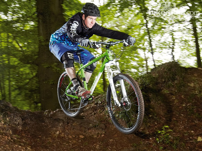 Low complete bike weight makes fast, technical singletrack a blast