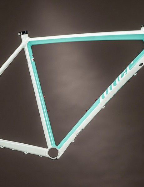 In additon to the industry grey/white color scheme, Niner will also offer the RLT 9 in mint and white