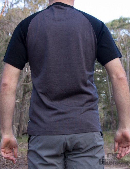 The Nzo Bart Merino T shirt features no pockets - certainly one for the hydration pack user