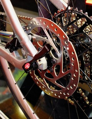 At the back, a large disc rotor is matched by the 10-42t SRAM cassette