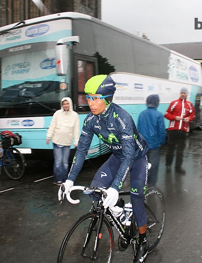 Nairo Quintana (Movistar) heads to the start with an aero version of the Catlike Whisper. The Spanish brand hasn't made any concession to ventilation