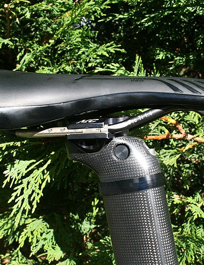 Modolo's Prologo Scratch Pro saddle is slammed right back on the frame's integrated seatpost