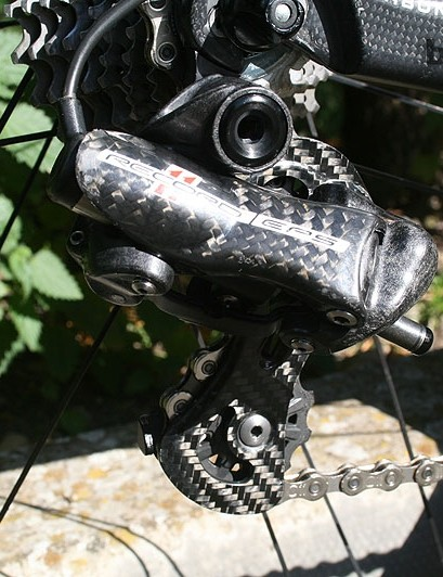 The RB1000 is decked in a Campagnolo Record 11 EPS derailleurs