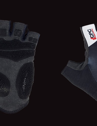 The short mitt is well padded and features plenty of ultra-grippy CPC panels