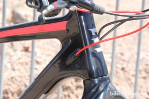 The Borealis Yampa has internal cable routing through the down tube