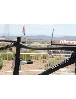 The Corvus has a slender top tube that bows downward for additional standover clearance