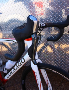 The lever looks and feels quite similar to a Di2 lever