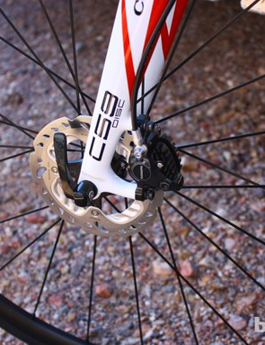 The R785 calipers, rotor and hub are heavily borrowed from Shimano's XT mountain line