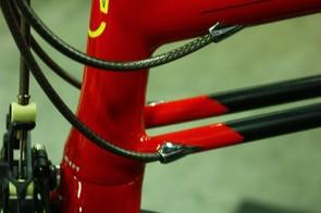 Fairwheel Bikes Interbike 2013: Internal routing through the slender tubes