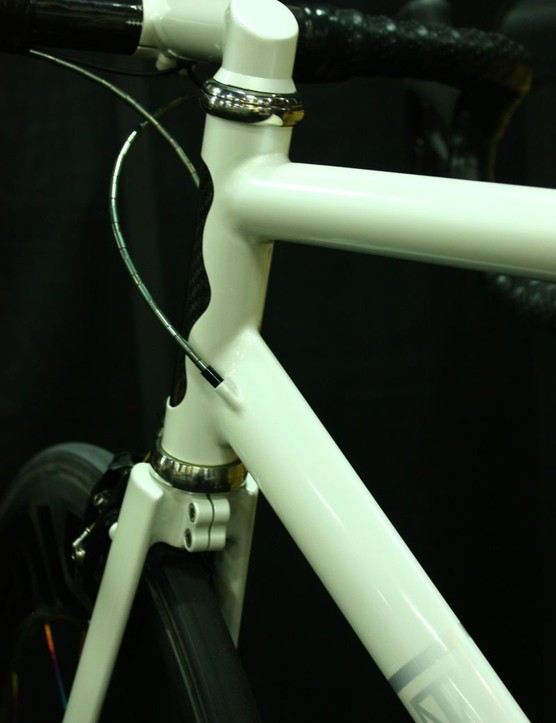 Fairwheels Bikes Interbike 2013: There is no steerer tube; instead, the fork clamps onto the stem extension