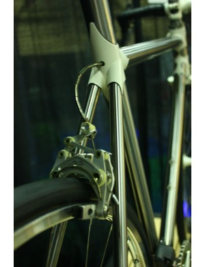 Fairwheel Bikes Interbike 2013: And the brake cable makes a clean exit from the top tube cluster