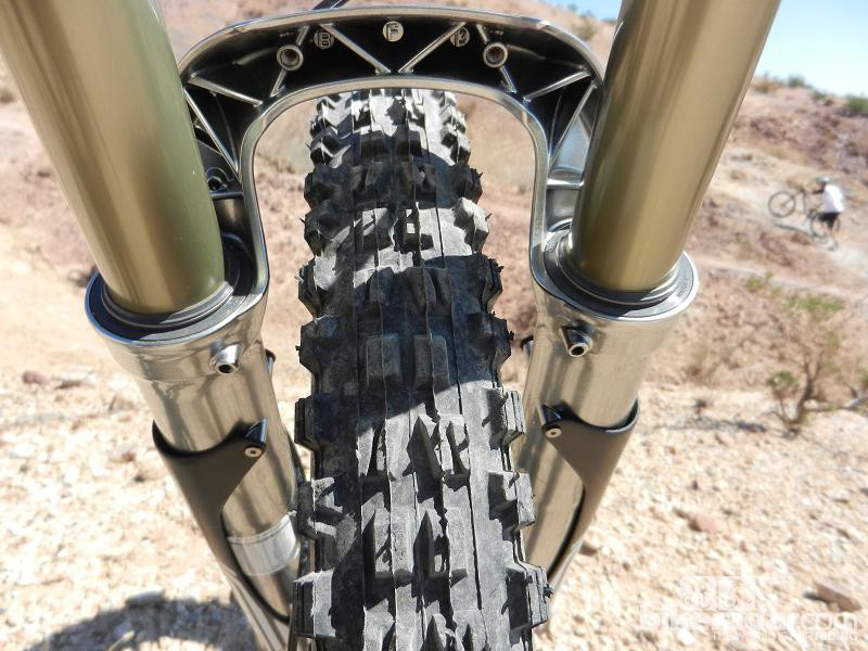 Just below the new RV1 HLR DH fork's Nvolve wiper seals sit Neutra Valves. These small buttons help neutralise any pressure build up in lower legs due to change in altitude or temperature