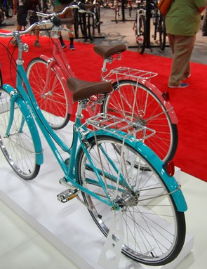 The Linus Dutchi 3 are inspired by the Dutch classic commuting bikes and are being offered in limited edition Coral and Turquoise colors for next spring