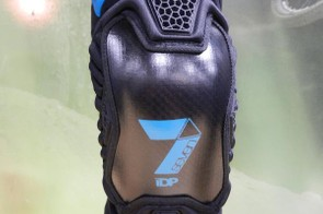 The new Tactic Knee pad features the 1mm thick Curv outer shell to deal with the knocks and scrapes. The super tough material will also slide rather than snag during impact