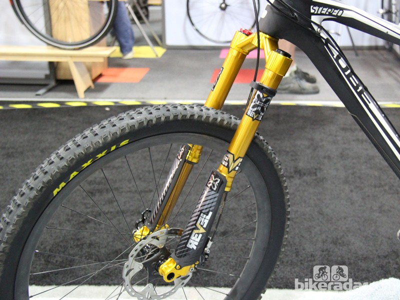 X-Fusion's new Revel HLR fork has inverted fork legs and is compatible with both 650b (27.5in) and 29in wheels