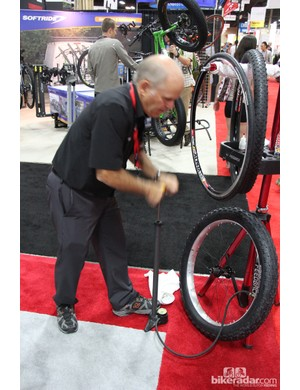 Stan was on hand to demonstrate just how easy it is to inflate a fat tire on his rim with just a floor pump and a bit of sealant