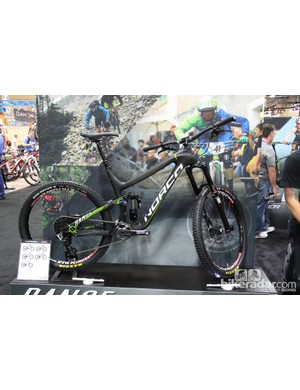 The 160mm-travel Norco Range gets a carbon makeover as well. The Range slackens by .5-degrees to a 66-degree head tube angle. Norco claims the full bike sheds 2.5lb (1134g) from last year's top-end build. The US$7,345 Range LE Carbon shown here has a claimed weight of 27.5lb (12.47kg)