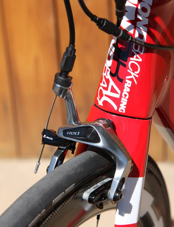 The SRAM Red brakes provide excellent stopping power and great control. SwissStop carbon-specific pads provide good purchase on the HED carbon rims